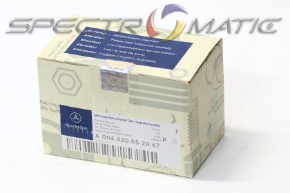 OE 004 420 05 20 - brake pad set Mercedes E class (W211), S class (W220) 0044200520